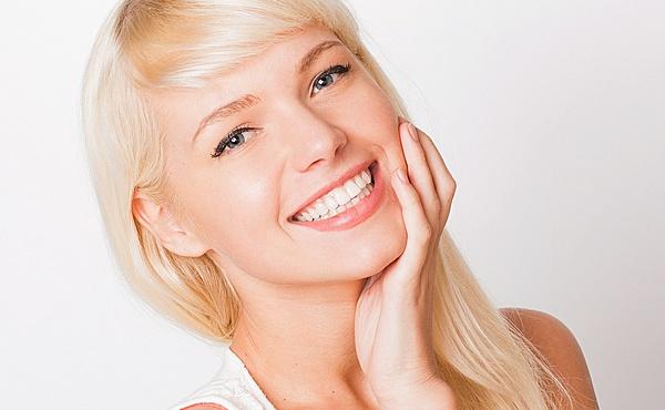 В одних людей зуби білі від природи, в інших - з жовтуватим відтінком, тому доводиться постійно дбати про їх естетичний вигляд. І тоді виникає запитан