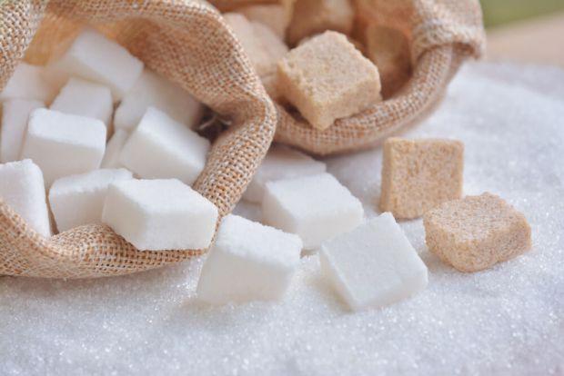 Цукор присутній майже у всіх продуктах харчування, які пройшли промислову обробку. Крім того його багато вживають і в чистому вигляді, додаючи в каву,