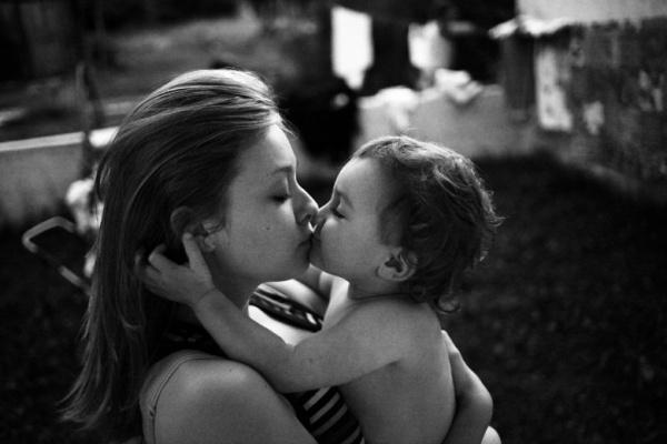 Ален Лебуаль - фотограф, у якого шестеро дітей. Митець має геніальну здатність передавати через знімки прості дитячі емоції незабутніх миттєвостей дит