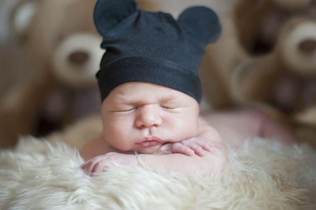І хоча усі лікарі в один голос говорять, що немовля повинне спати у власному ліжечку, сьогодні ми поговоримо про те, чому для дитини так важливо бути