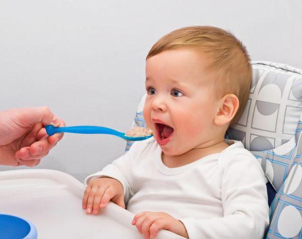 Чи варто солити і солодити їжу дитині?Щодо цього питання можна прийняти ту чи іншу точку зору. Однак, якщо не віддаватися справі вибору з фанатизмом,