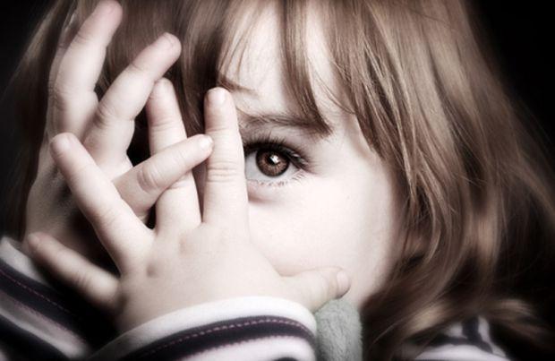 У деяких малюків виникає страх до інших дітей, також замкненість у собі. Як з цим боротися?