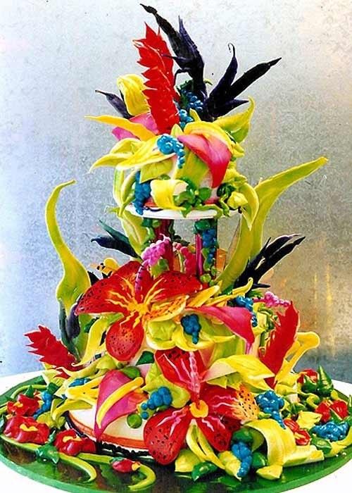 У літню пору весілля по-особливому красиве. Щоб зробити цей день ще більш неповторним та незабутнім, замовте до свого свята цікавий весільний торт у л