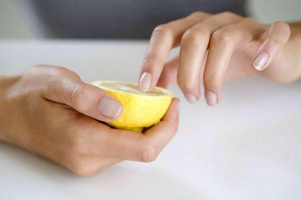 Ці поради допоможуть тобі відростити красиві та міцні нігті. Повідомляє сайт Наша мама.