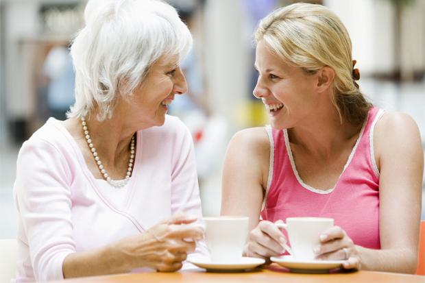 Щоб побудувати зі свекрухою здорові довірчі відносини, потрібно лише слідувати декільком нескладним порадам. Вони допоможуть не тільки ужитися з матір