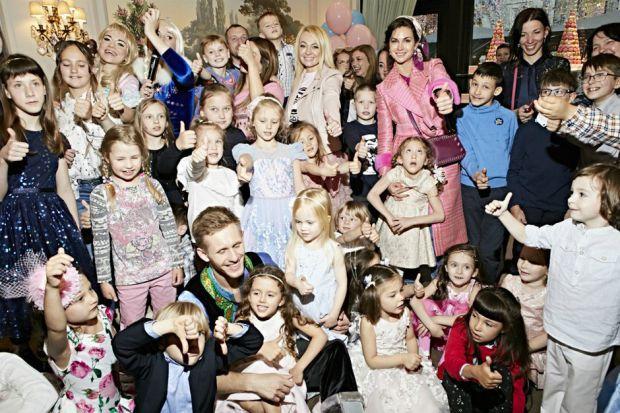 Діти Філіпа Кіркорова, Ані Лорак та Стаса Михайлова побували на солодкому благодійному святі Саші Плющенко.