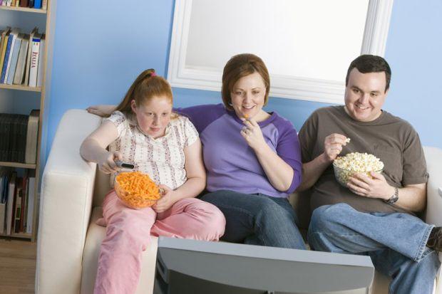 Вчені з Ноттінгемського університету розповіли, що майже 55% батьків не помічають зайвої ваги у дітей, а іноді й ожиріння, на жаль. Тим самим гублять