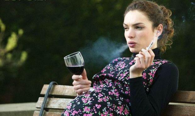 Куріння жінки в період вагітності негативно позначається на якості сперми хлопчиків.