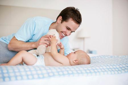 Гімнастика для малюка дуже важлива. А якщо робити її у вигляді гри, розповідаючи при цьому казку, так ви зможете розвивати чадо не лише фізично, а й р
