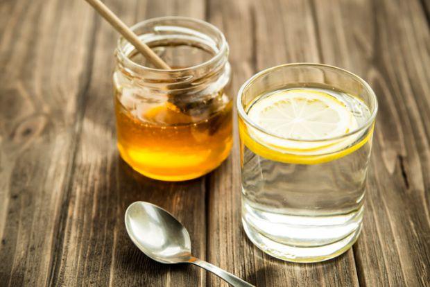 Академіки розповіли, що щоденне споживання склянки води з медом допоможе в процесі схуднення.