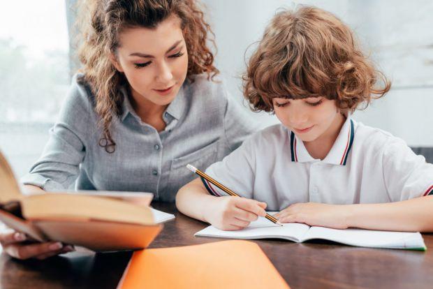 Тепер багато батьків хочуть, щоб їх малюк йшов до школи підготовленим і вже вмів читати. Як же навчити дитину читати по складах вдома?