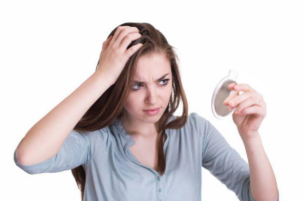 Вчені Гарвардського університету з'ясували, що сиве волосся з'являються після стресу через наднирники.