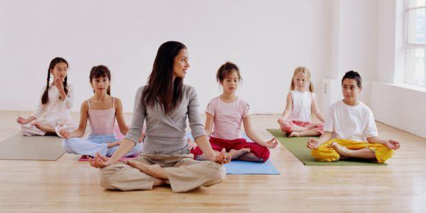 Йога та практика усвідомленості повинні бути включені в шкільну програму, вважають вчені з Тулейнского університету. Це допоможе дітям впоратися зі ст