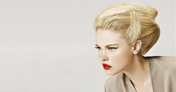 А хто ви?Коли жінка йде обрізати довгу косу - це говорить про те, що вона готова почати життя з чистого аркуша, забути минуле і надалі уникати помилок