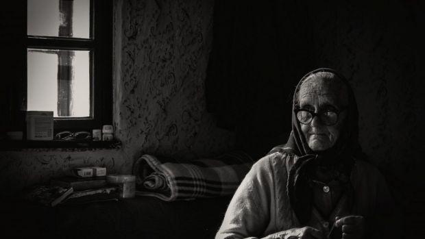 Вчені вирішили з'ясувати, чим небезпечна самотність для здоров'я літніх людей.