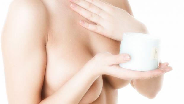 Шкіра на грудях дуже ніжна і легко розтягується, тому їй потрібно делікатний і регулярний догляд.