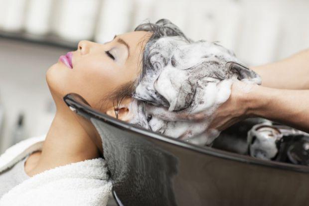 Якщо ви хочете мати довге та здорове волосся, ніколи не нехтуйте правилами вибору та використання шампуню. Детальніше дізнавайтеся далі.