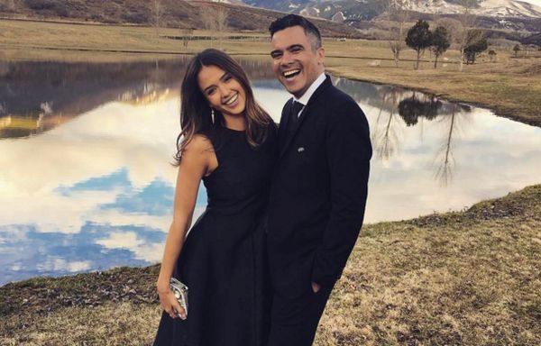 Джессіка Альба і Кеш Уоррен стали батьками в третій раз. У пари народився перший син, який отримав ім'я Хейес.