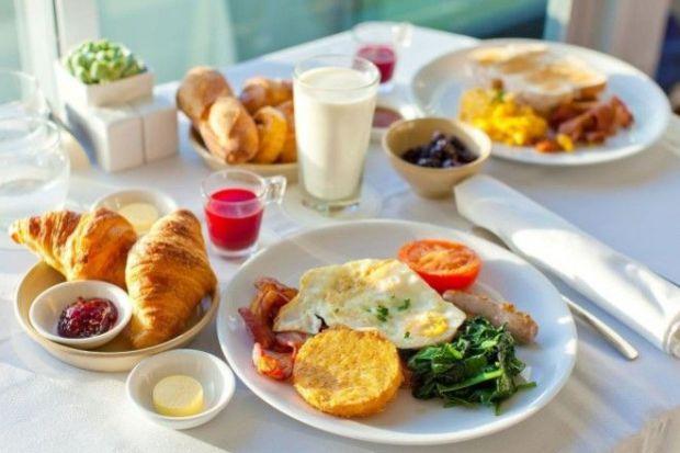 Чеські науковці вирішили дослідити, як лише сніданок і обід впливають на організм людини.
