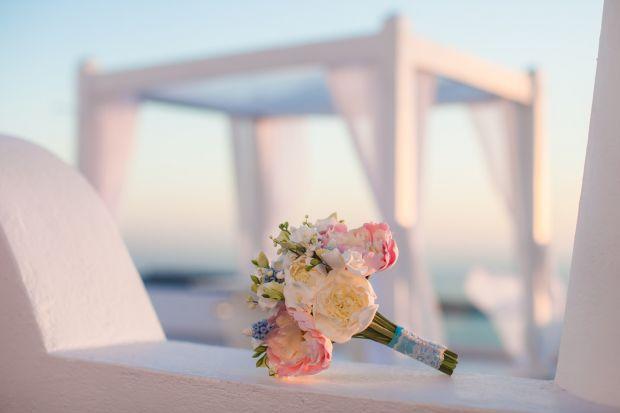 Весільні букети в рожевих тонах з півоніями і трояндами.Букет нареченої - це маленький витвір мистецтва.Вибір квітів для весільного букету нареченої -