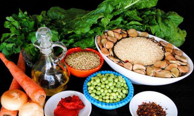 Якщо занадто багато холестерину в крові, то здоров'я людини перебуває під загрозою. Отож харчуйтеся правильно!
