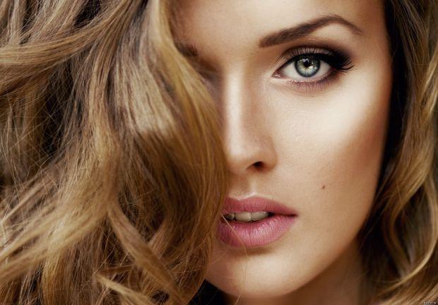 Якщо після тривалого користування улюбленого шампуню, який обіцяє вам позбутись проблеми випадіння волосся, ефекту ви не помічаєте, пора його змінити.