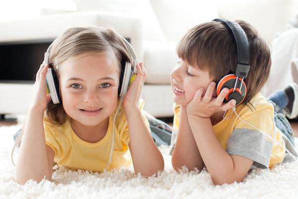 Голландські вчені визначили, що використання навушників, плеєрів і інших портативних музичних пристроїв збільшує ризик розвитку глухоти у дітей.