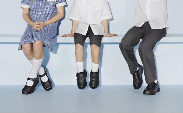 Если вы решили приобрести ребенку новую обувь, нужно прислушиваться к советам, как выбрать качественную обувь и такую, чтобы не нанесла вреда малышу.