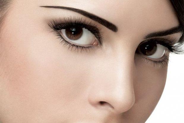Правильно виконаний і гарний макіяж для карих очей зробить їх ще прекраснішими і виразнішими. Він підкреслить достоїнства і зробить менш помітними дрі