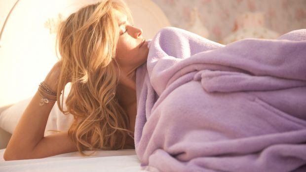 Що потрібно для неймовірних відчуттів в ліжку?Часто чоловіки скаржаться на те, що їх жінка не може розслабитися з ними під час інтиму, або соромиться