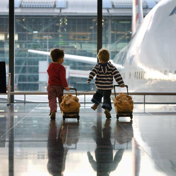 Опитування серед вчителів, проведене американською Асоціацією студентського та молодіжного туризму, показав, що подорожі позитивно позначаються на усп
