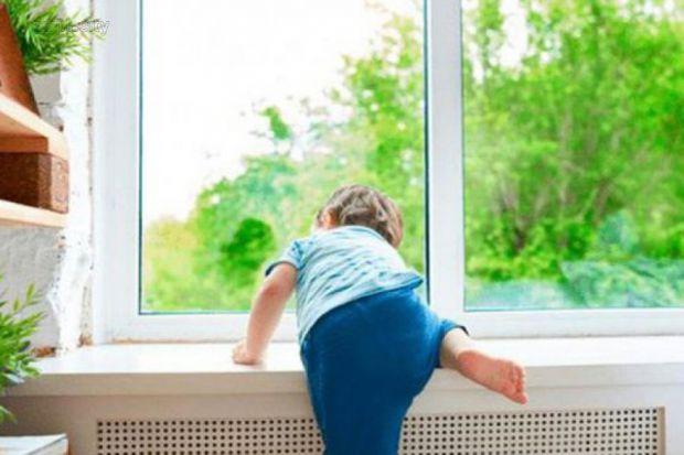 Часто буває так, що вам немає з ким залишити свою дитину, але терміново потрібно піти з дому. Може, вже прийшов час залишити малечу наодинці? Однак, з