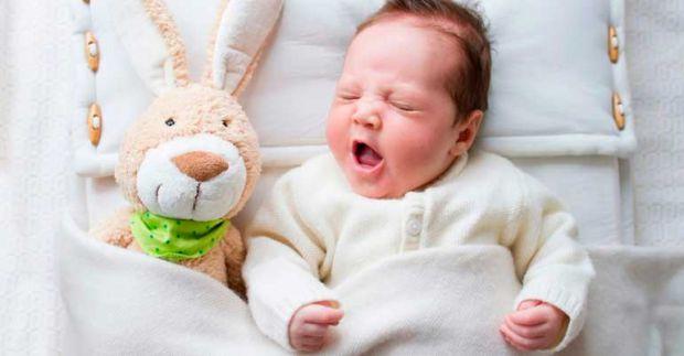 Коли стаєш мамою, то надто дбаєш про безпеку малюка. І якщо немовля прокинулося вночі чи не хоче спати, ви вже починаєте хвилюватися, що з ним щось не