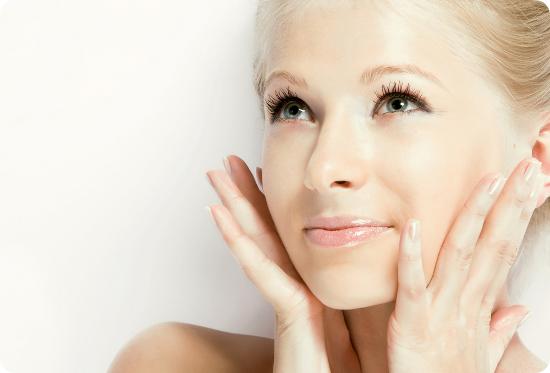 Як дбати за обличчям в період осені?Восени шкіра вимагає ще більш пильного очищення, зволоження, живлення, тонізації та захисту.