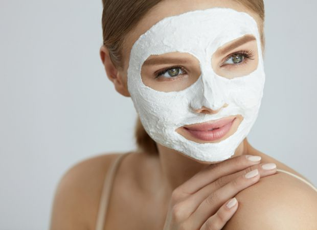 Охолоджуйте маску перед нанесеннямМаски на гелевій або гідрогелевій основі призначені для усунення почервоніння і звуження кровоносних судин. Вони маю