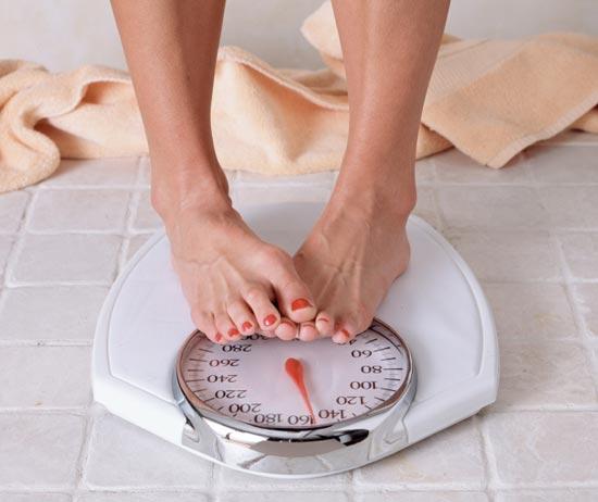 Схуднути або набрати кілька кілограмів для вагітних жінок нерідко стає першочерговим завданням, як правильно це робити повідомляє сайт Наша мама.