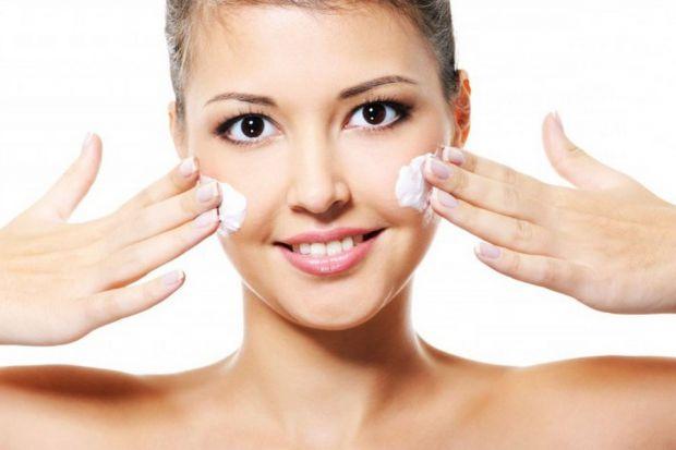 Жінки з чутливою шкірою обличчя, алергіки вважають, що нічого кращого дитячого крему для збереження свіжості, ніжності і молодості шкіри не придумаєш.