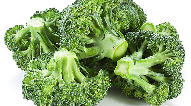 Вчені з Мічигану визнали брокколі найкориснішим овочем для жінок. Згідно з їхніми дослідженнями, ця капуста може захистити прекрасну половину людства