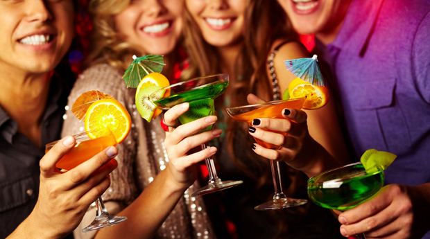 Іспанські фахівці провели соціальний експеримент. Суть експерименту полягала в тому, щоб дослідити як чоловіки будуть реагувати на п'яну жінку.