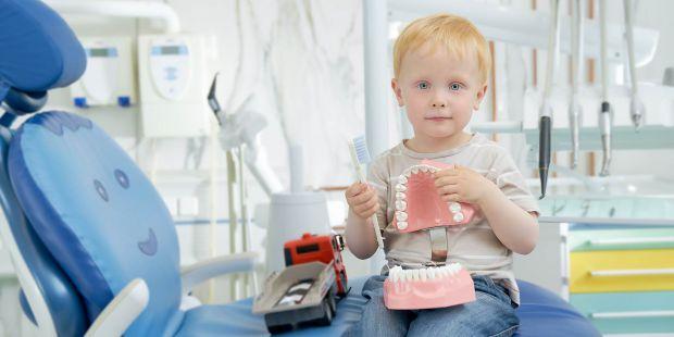 Фторування води, що практикується в деяких країнах може позитивно впливати на молочні зуби дітей і протистояти розвитку карієсу.