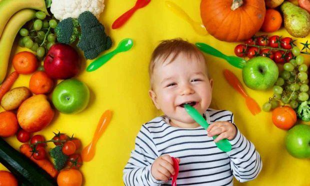 Рано чи пізно дитина досягає того моменту, коли їй уже не готують окремо, і вона їсть разом з усією родиною. Це важливий етап розвитку малюка, оскільк
