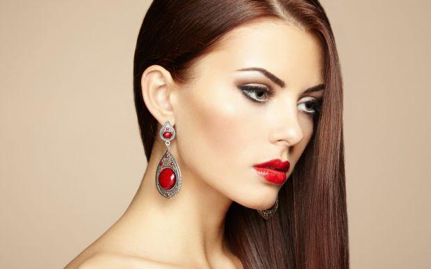 Волосся - окраса для жінки. Зачіска може змінити людину до невпізнаваності як в хорошому, так і в поганому значенні слова.