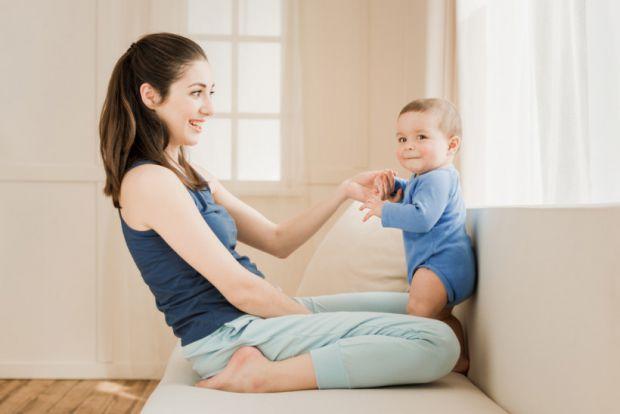 Не квапте розвиток своєї дитини. Навіть якщо він піде пізніше однолітків, він впорається з цим на 100%, без ризику для здоров'я. Чого ж не варто робит