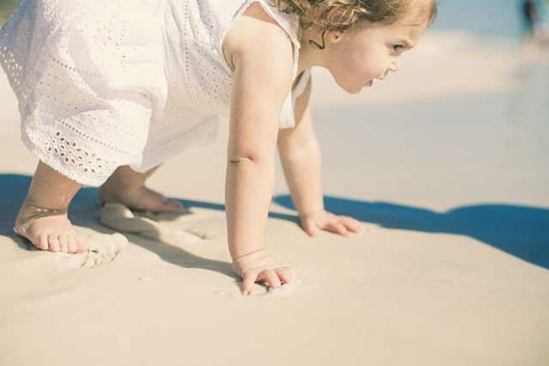 Чи можна зміцнити ніжки малюка до того, як він піде?
