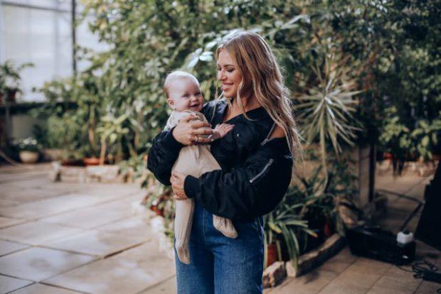 28-річна Рита Дакота і 26-річний Влад Соколовський стали батьками в жовтні минулого року. Подружжя постійно радують фанатів блогами з подорожей і, зда