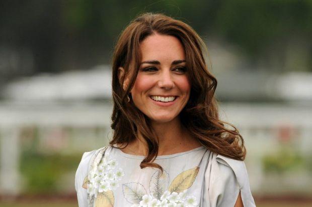 Зачіска Кейт завжди виглядає бездоганноСекрет розкішного густого волосся герцогині Кембриджської - в накладних пасмах. На одному з вечорів фотографами