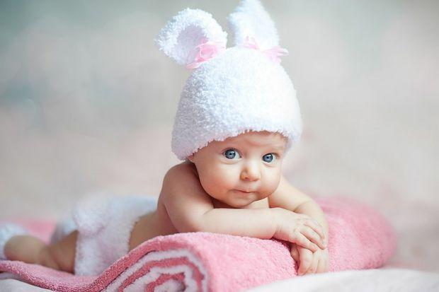 Всі мами знають, що дітки з перших днів життя мають отримувати достатню кількість вітаміну D. В чому ж його цінність? Він є регулятором обміну кальцію