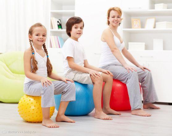 Організм малюка досить швидко відгукується на такі заняття. Як результат - малюк стане активнішим, міцнішим, перестане боятися змін положень свого тіл