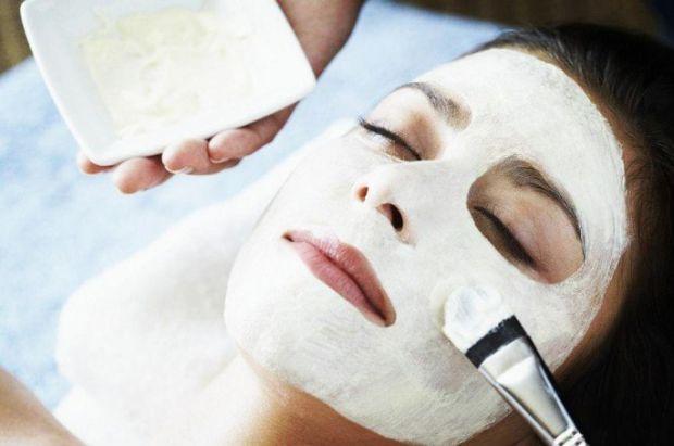 Крохмаль здатен покращити регенерацію шкіри, наситити її вітамінами, киснем, розгладивши при цьому зморшки і шрами. Повідомляє сайт Наша мама.