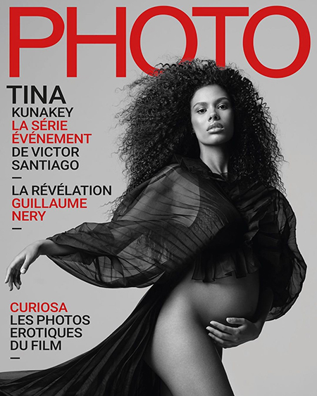Модель Тіна Кунакі, які знаходиться на останніх місяцях вагітності, не соромиться свого тіла, і оголилася для французького журналу